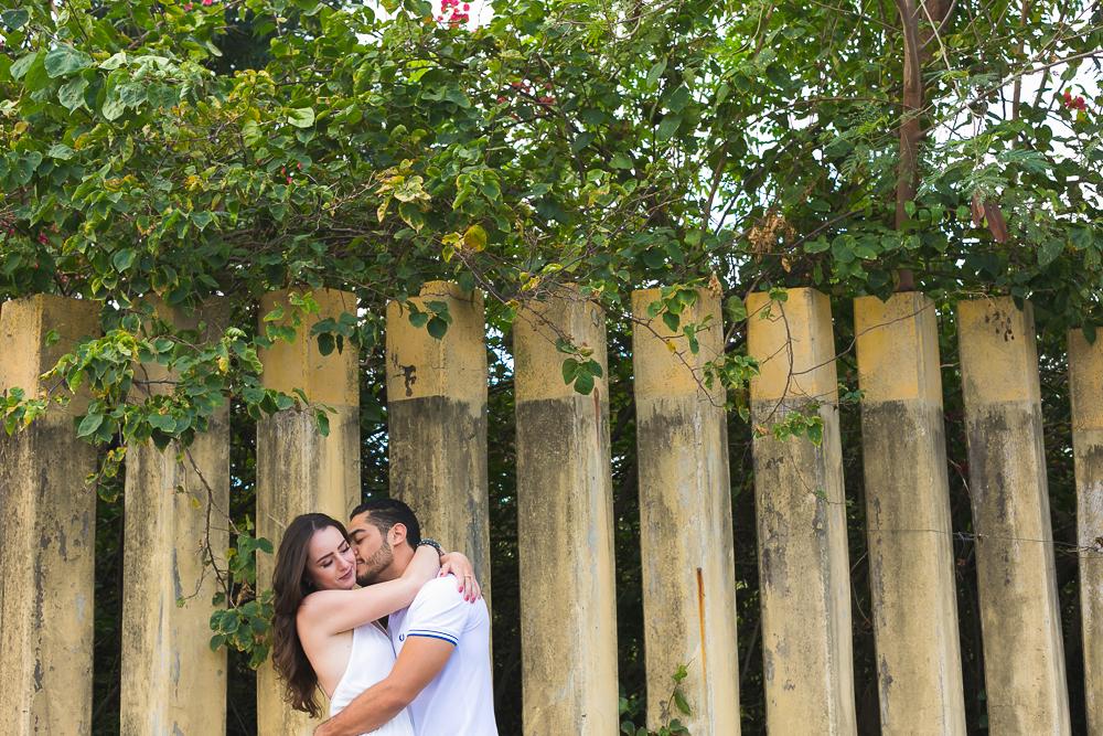 noivo abraçando a noiva , Josie Nader fotografias, Governador Valadares , pre casamento