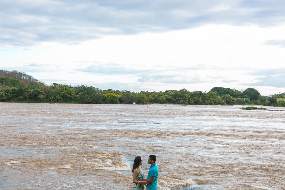 noivos as margens do Rio Doce, Josie Nader fotografias, Governador Valadares , pre casamento