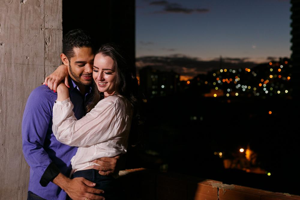 noivos na construção a noite, Josie Nader fotografias, Governador Valadares , pre casamento