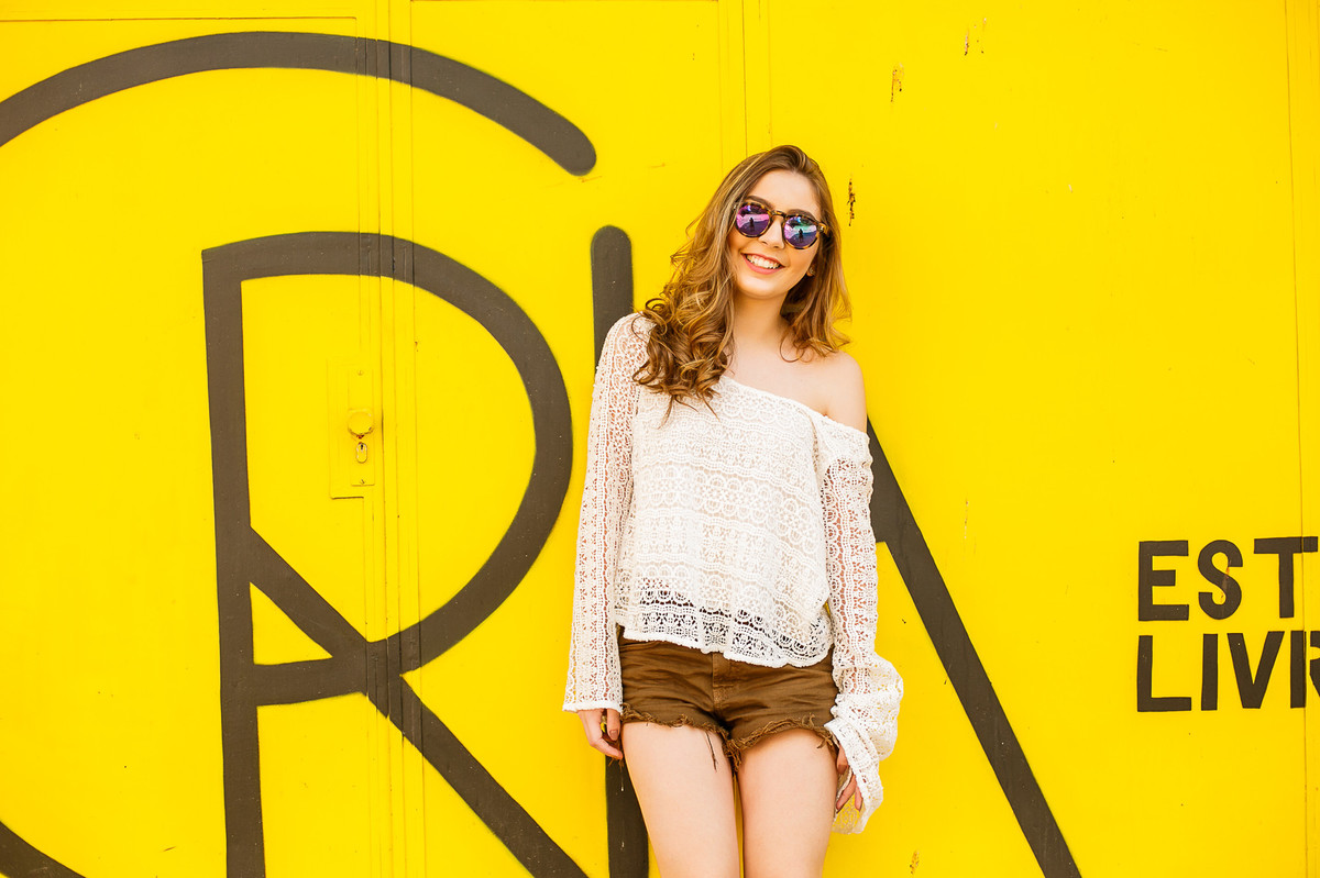 a menina no muro amarelo, ensaio fotografcio, Josie nader, 15 anos