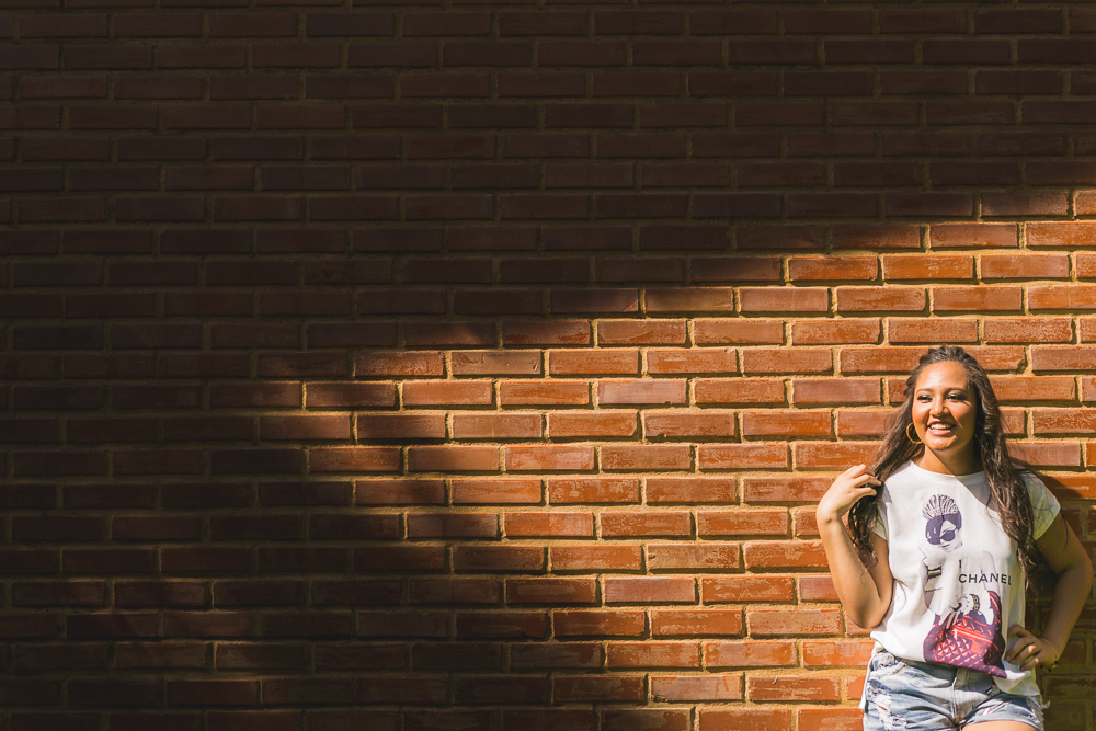 Menina no muro, ensaio fotografico,book, 15 anos