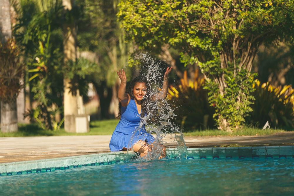 a menina na piscina, ensaio, água, ensaio fotografico