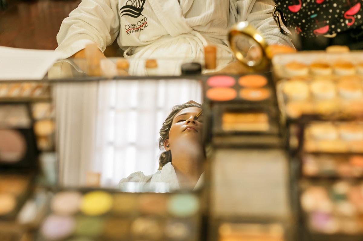 Noiva maquiando, making da noiva, fotografia de casamento, Josie Nader