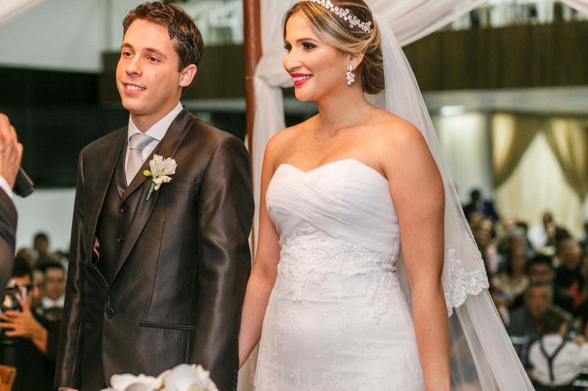 noiva sorrindo, casamento, GV. Josie Nader, Governador Valadares