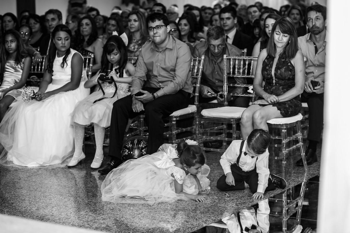 crianças brincando no casamento , fotografia de casamento, Governador Valadares, Josie nader