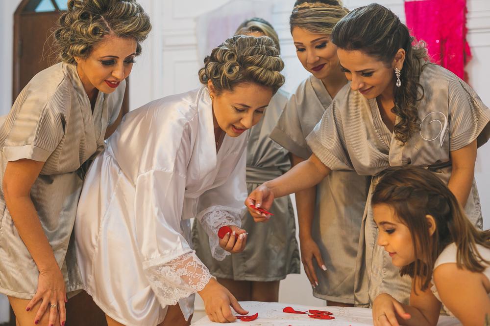 noiva e madrinhas no making , fotografia de casamento, Governador Valadares