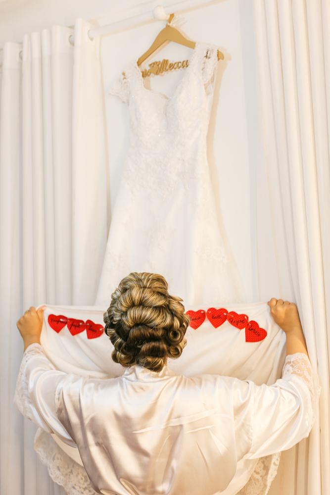 noiva e o vestido , fotografia de casamento, corações na barra do vestido, Governador Valadares