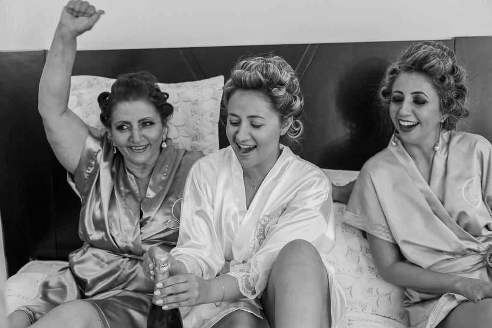 noiva com a mãe e irma. making noiva, Josie Nader, casamento, fotografia de casamento