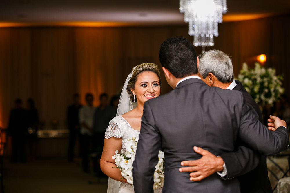 noivo recebendo a noiva, fotografia de casamento, Governador Valadares, casamento, Governador Valadares