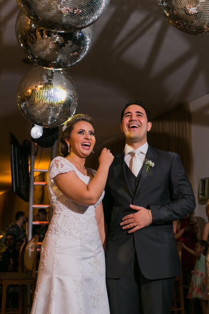 noivos sorrindo, fotografia de casamento, Governador Valadares, Josie nader