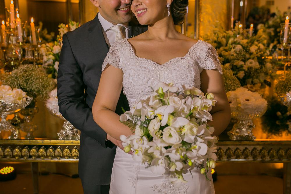 noivos na mesa de bolo, casamento, governador Valadares