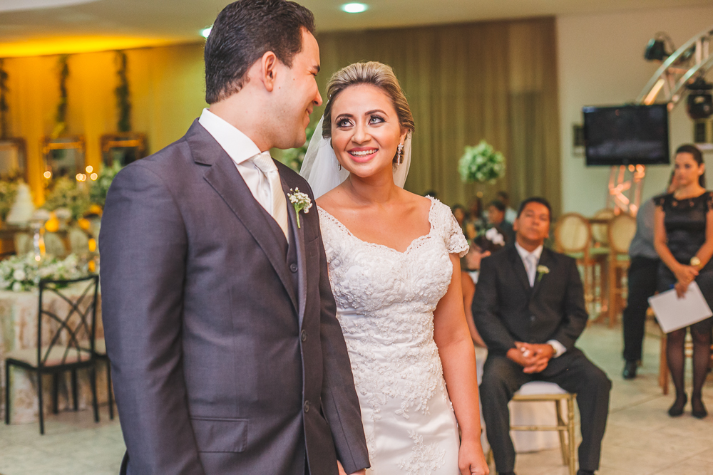 noiva olhando noivo no altar, Governador Valadares, JOsie Nader, Governador Valadares