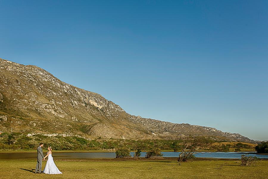 fotos casamento externas trash the dress josiane e warley ao fundo a serra em lapinha da serra MG