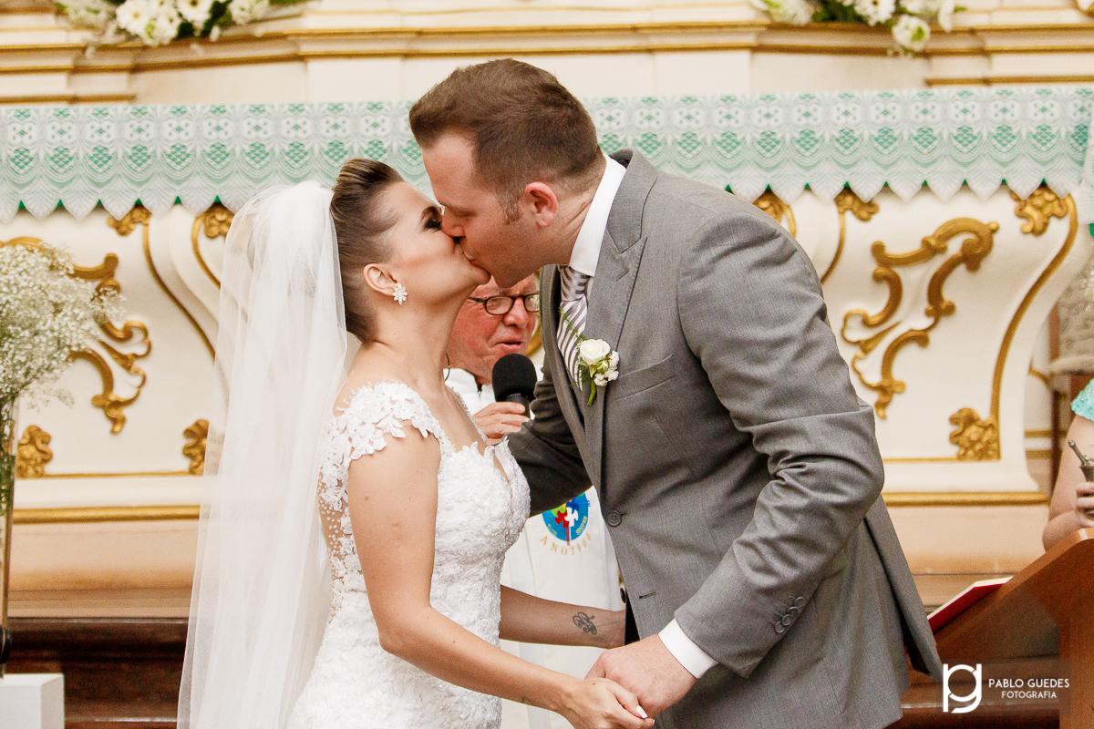 noivos se beijando fotografia pablo guedes
