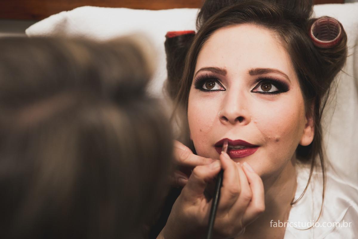 Finalização maquiagem - Making Off Noiva