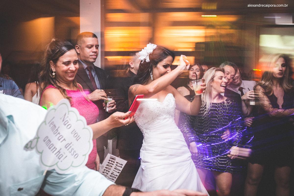 casamento rj - noiva feliz - Maison Delly