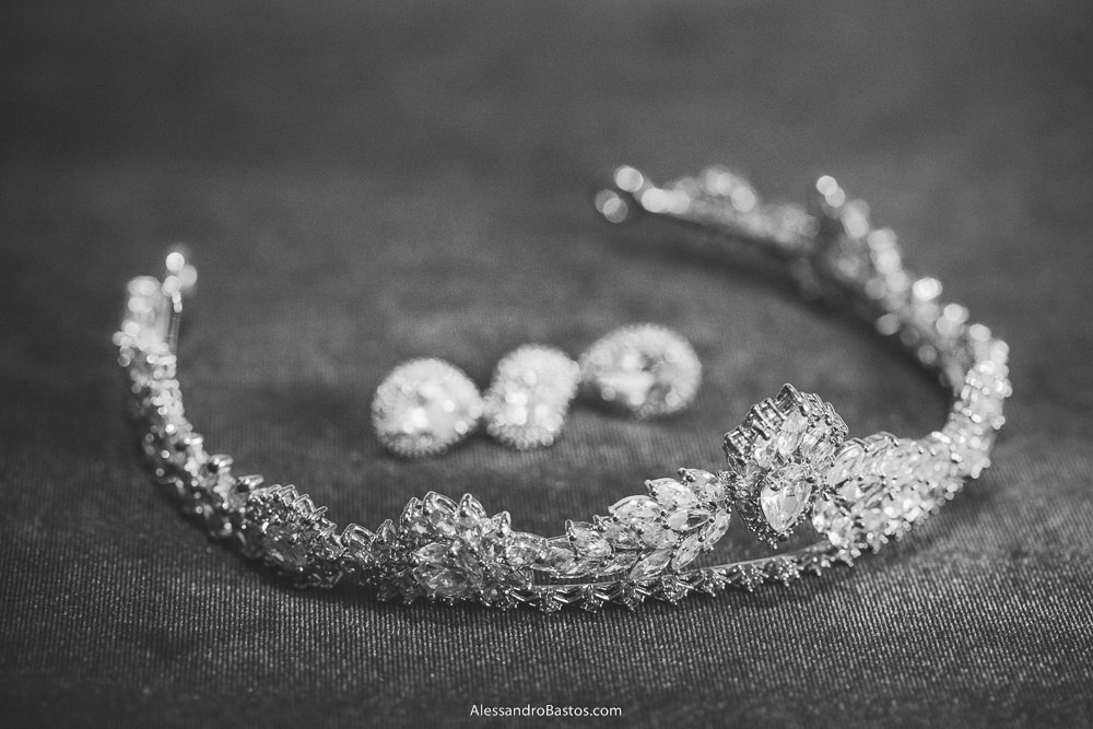 detalhes da noiva do casamento em belo horizonte bh foto da Marcia Marquez como brincos e tiara
