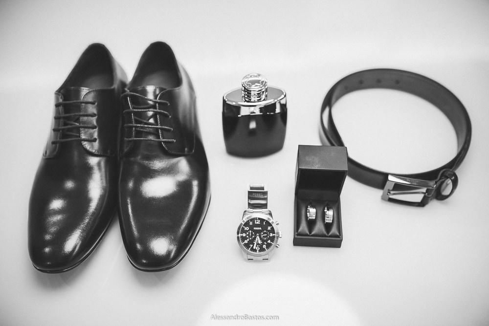 sapatos e outros detalhes do noivo do casamento em belo horizonte bh foto são agrupados
