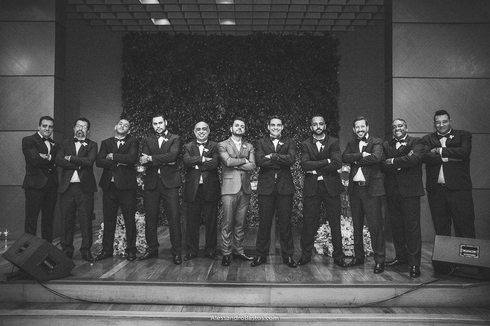 padrinhos em pose engracaça do noivo do casamento em belo horizonte bh foto parecem o poderoso chefão
