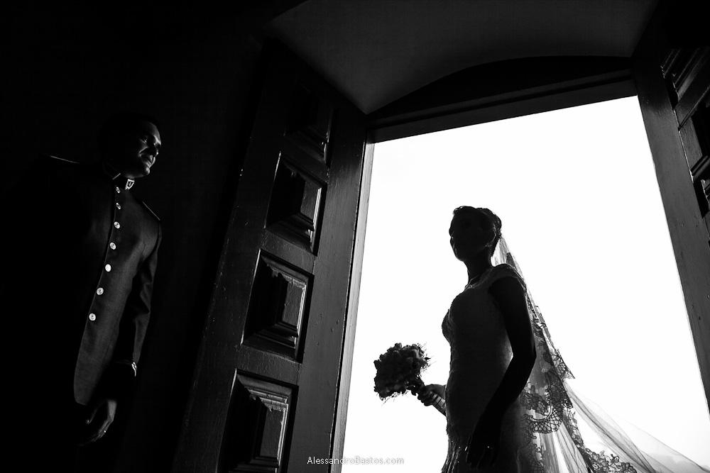 negativo positivo feito nas fotografias após o casamento em bh na serra da piedade com a noiva no negativo e o noivo no positivo