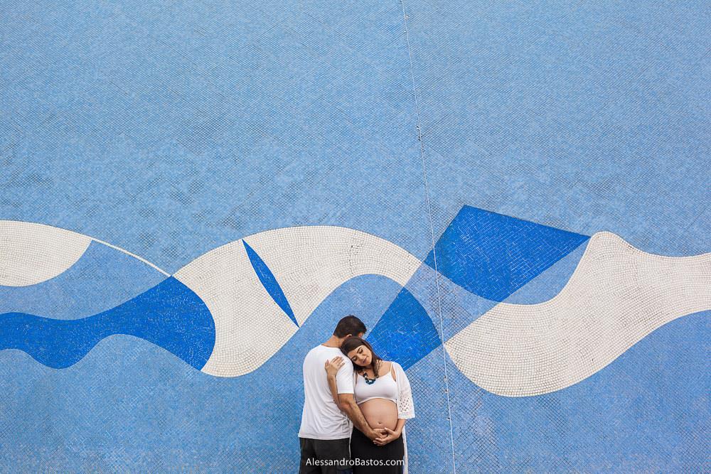 fotos da gestante lais na frente da igrejinha de são francisco na lagoa da pampulha