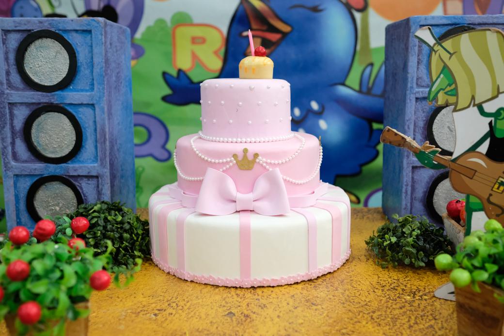 aniversário 1 ano Paolla Buffet Pirueta tema galinha pintadinha