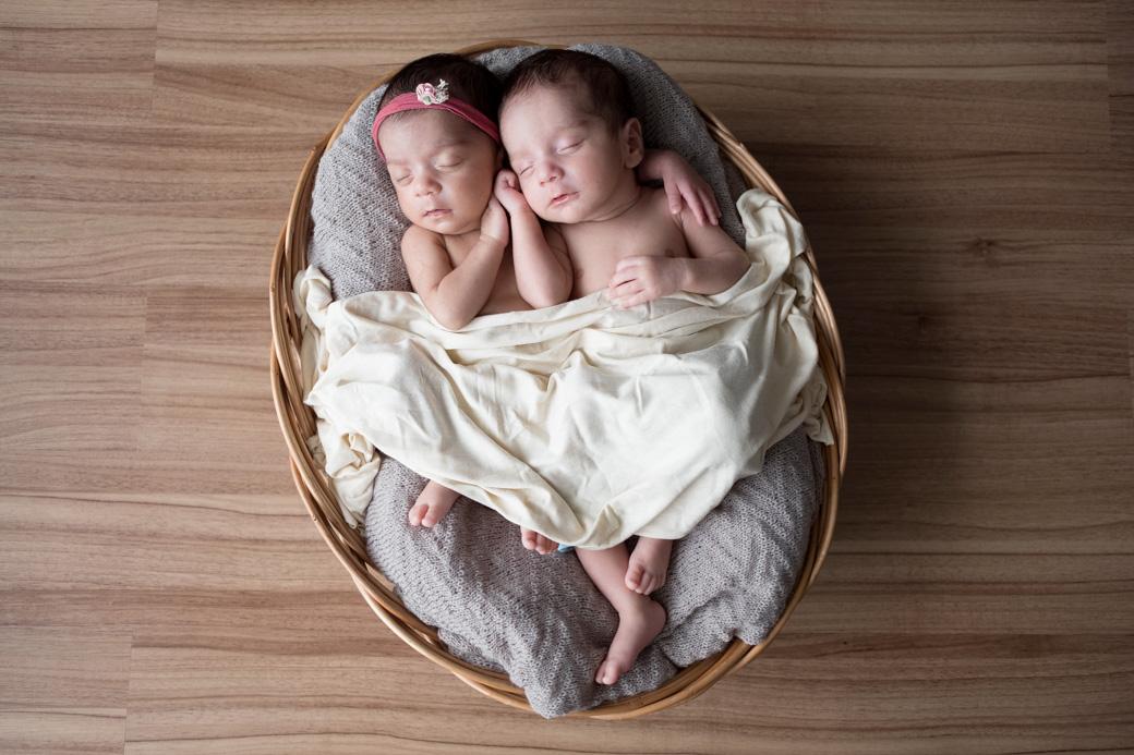 newboen giovanna e lucca recem nascido fotograifa de camila kobata