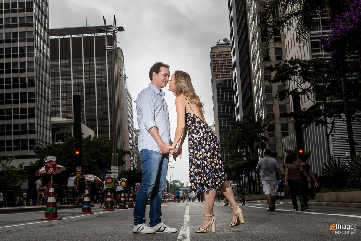 registro de casal no meio da rua de São Paulo, por Thiago Mesquita