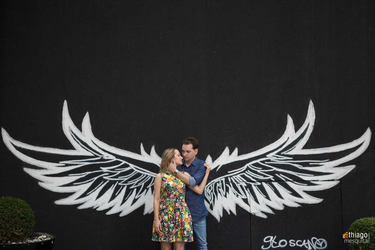 Registro de casal no Grafitti de Asas em paredão de São Paulo