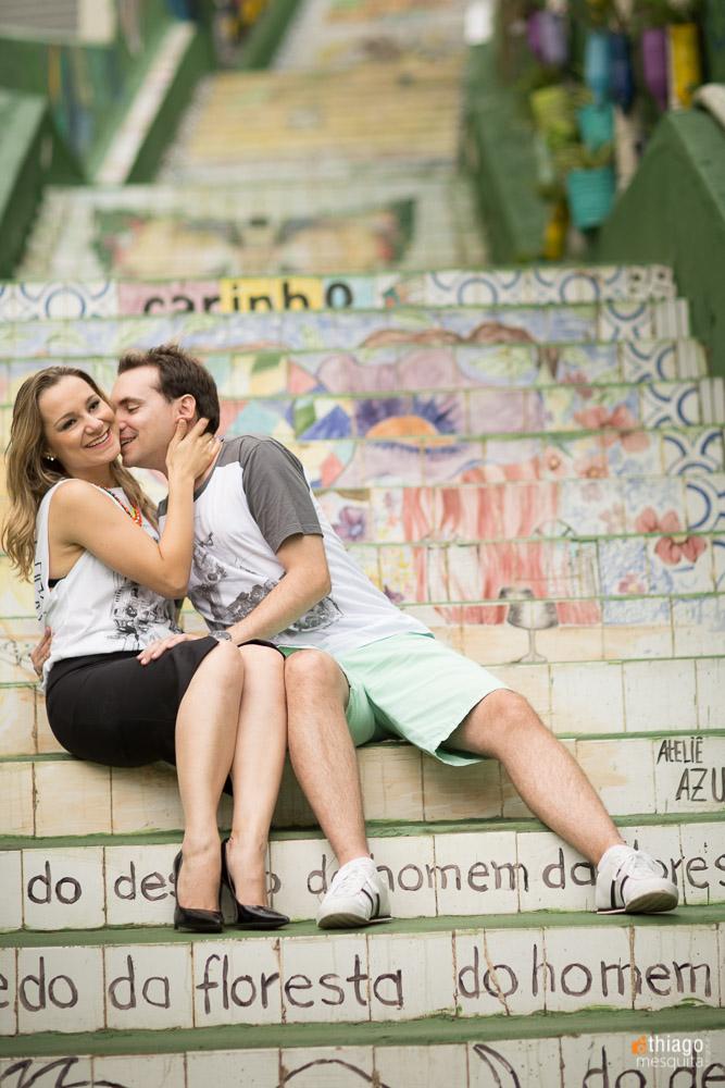 amor de noivos nas escadas da cidade de São Paulo, pelo fotografo Thiago Mesquita