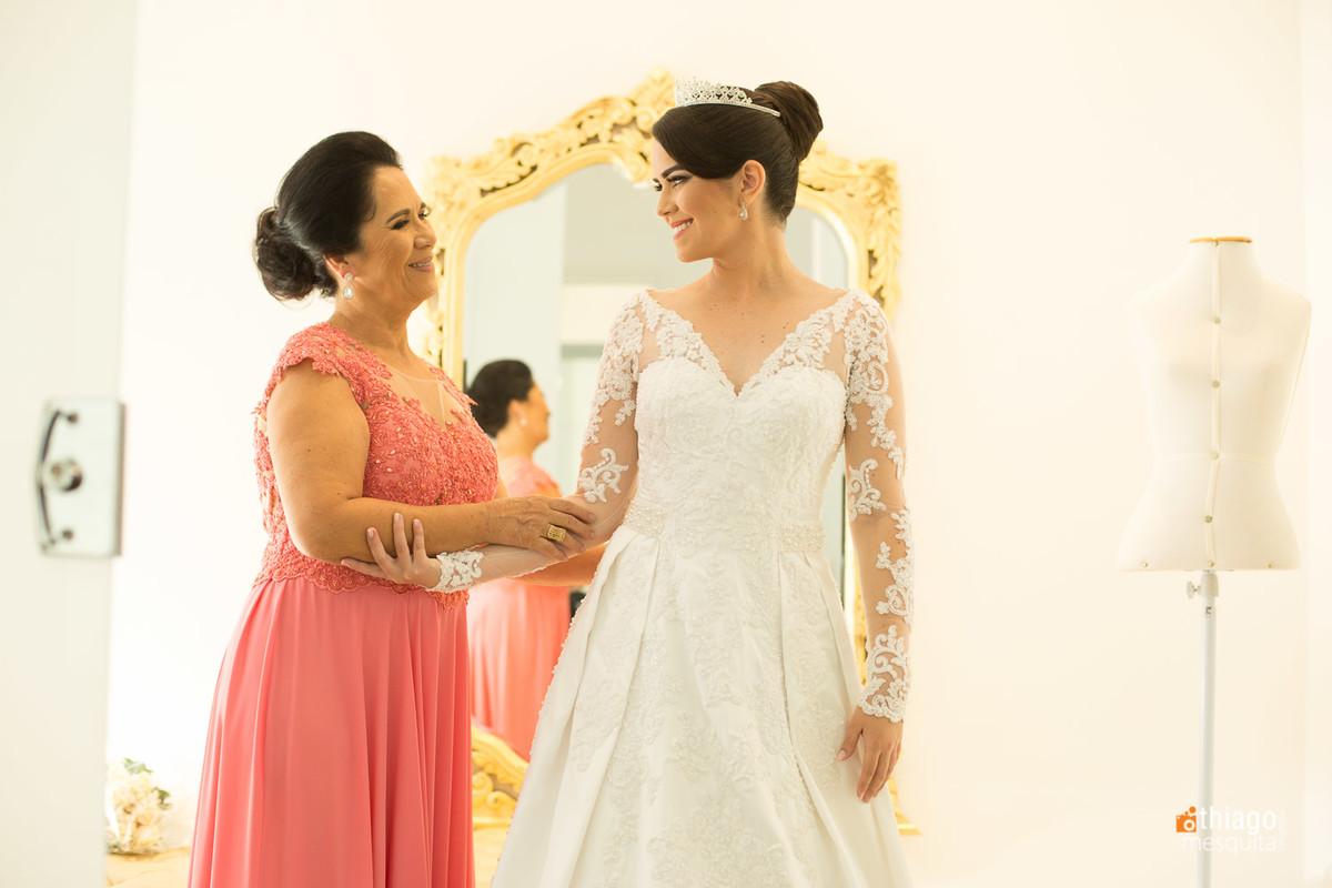 Noiva e Mãe no making of no salão Evaldo Faria Hill, pelo fotografo Thiago Mesquita