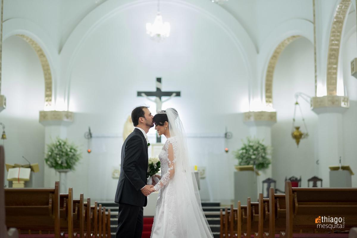 Ensaio dos noivos na Igreja Nossa Senhora das Dores em Uberlândia, pelo fotografo Thiago Mesquita