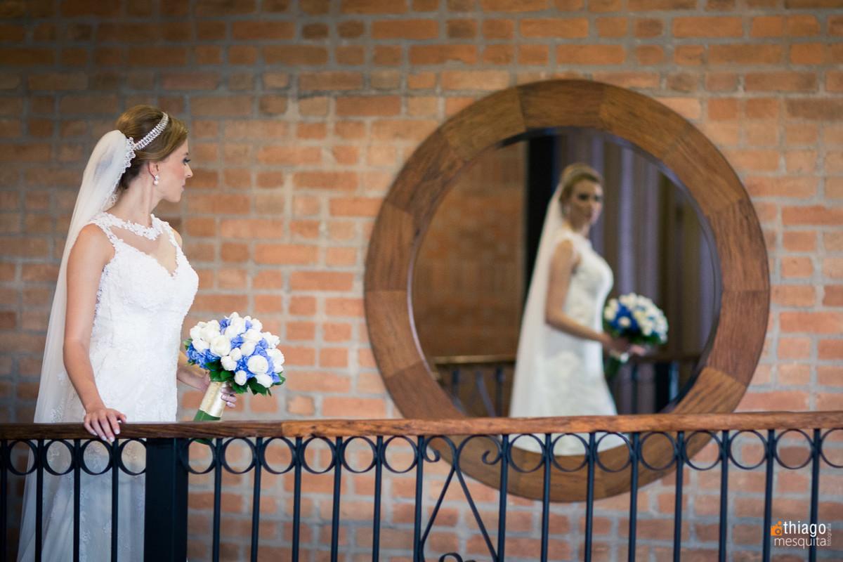 reflexo da noiva no espelho no making of , Thiago Mesquita Fotografia