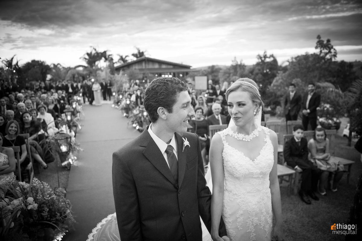 cumplicidade dos noivos na cerimônia de casamento