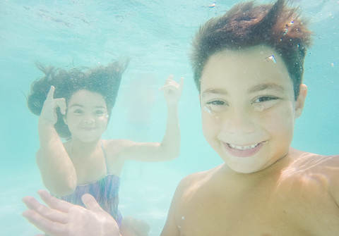 Família de Rafael e Laura - Pool Party