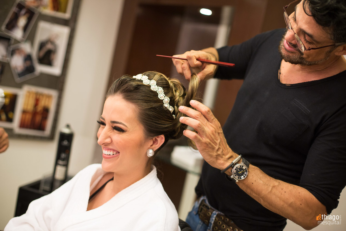 Felicidade da noiva no making of, pelo fotografo Thiago Mesquita Fotografia