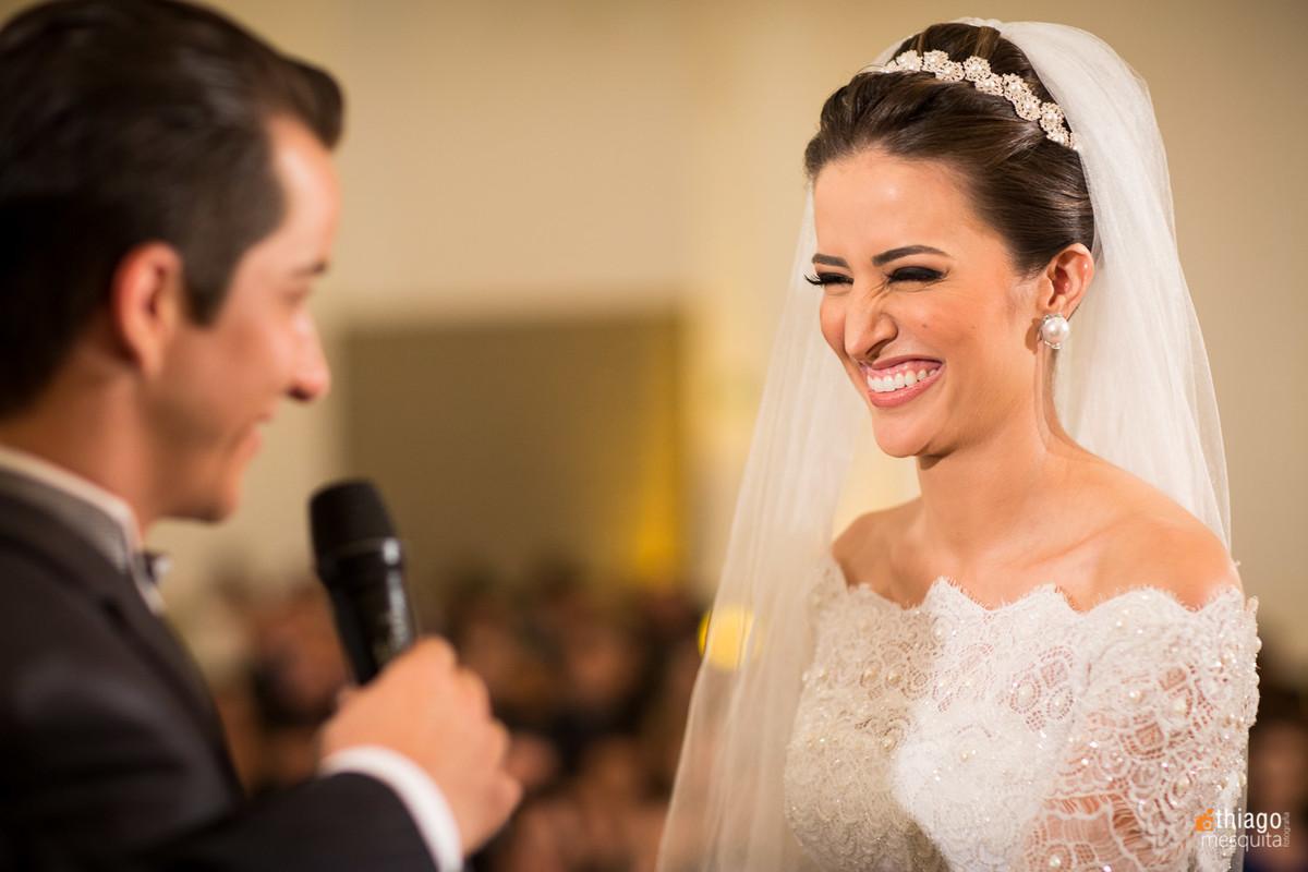 emoção da noiva Danielle nos votos de casamento. Thiago Mesquita fotografo