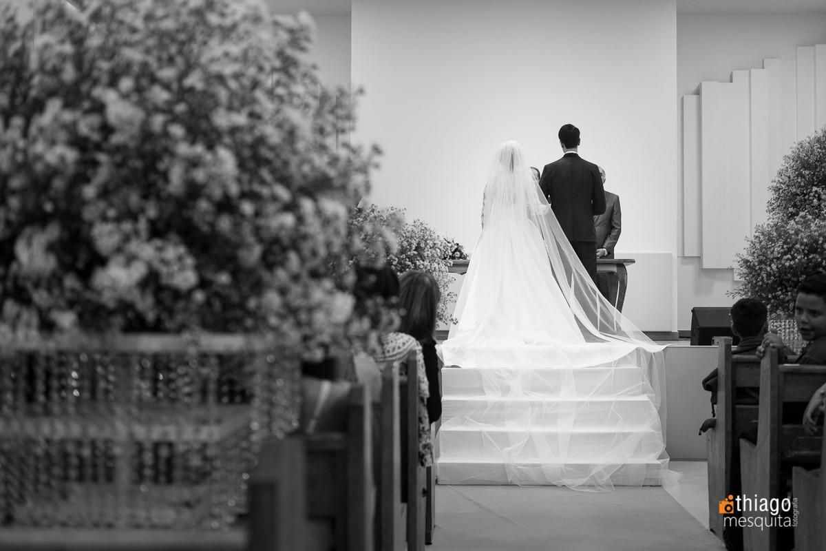 Registro em preto e branco da cerimônia de casamento de Camila e Daniel