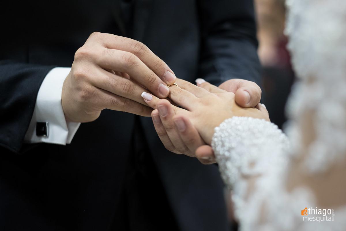 troca de alianças na cerimônia de casamento