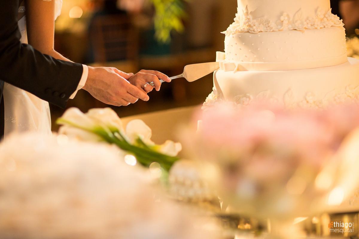 corte do bolo de casamento em Itumbiara