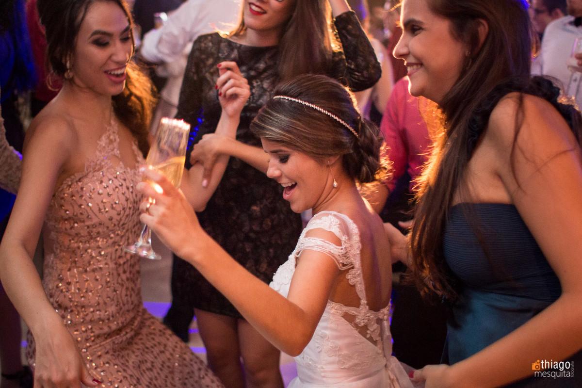 noiva dançando no casamento em Itumbiara