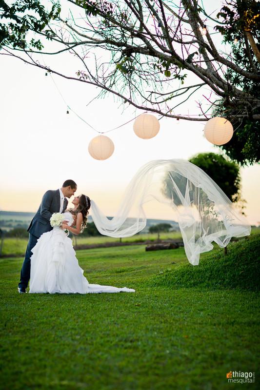 casamento fim de tarde na chacara manancial em uberlandia - decoração com bolas iluminadas