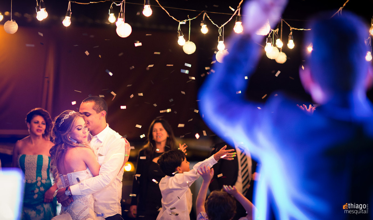 pista de dança - Andre Lopez Live Band - Decoração retrô com lâmpadas encandecentes na pista de dança