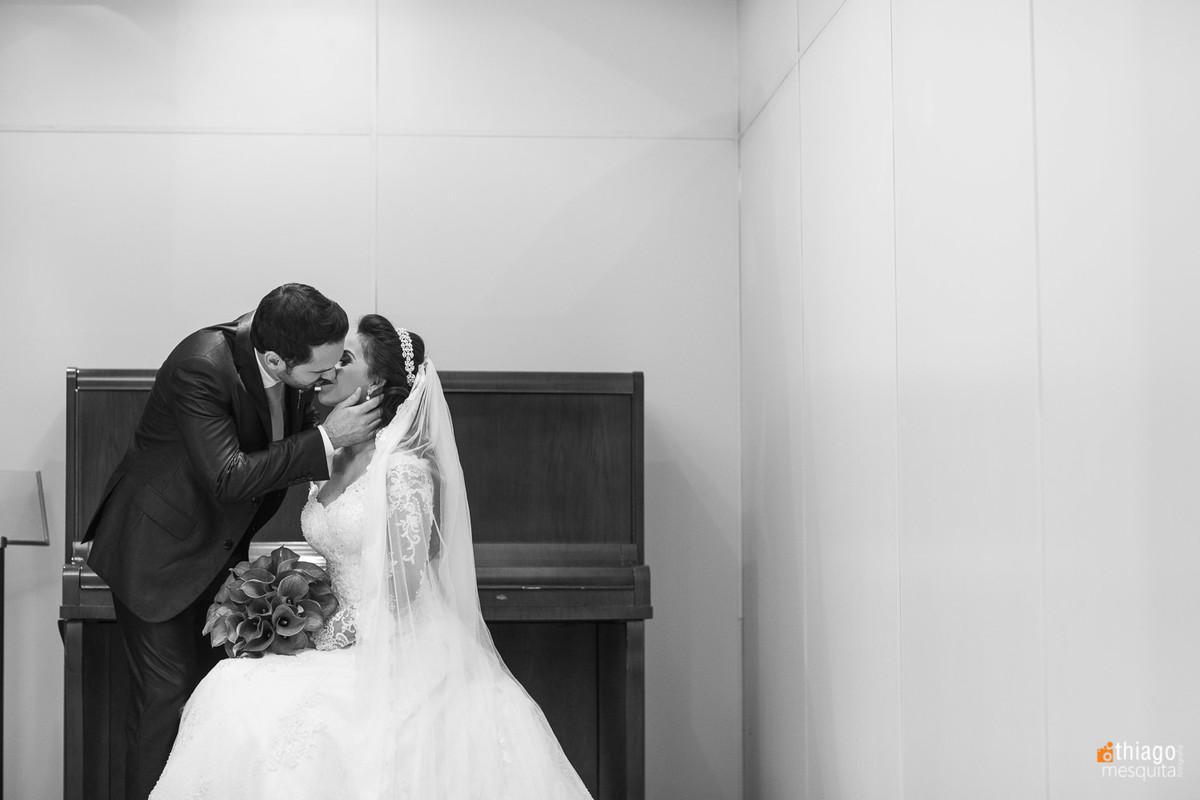 fotos de casal após o casamento no hotel Plaza Mercure Uberlândia