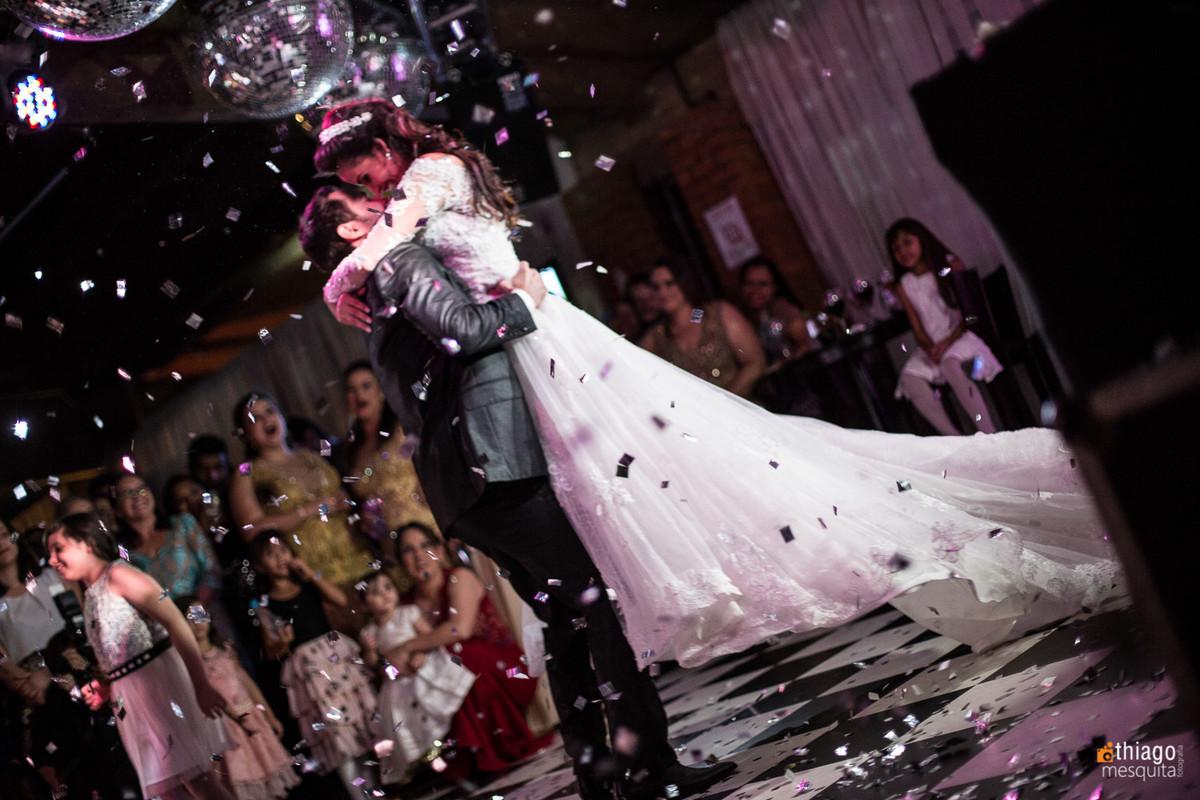 dança do casal na pista