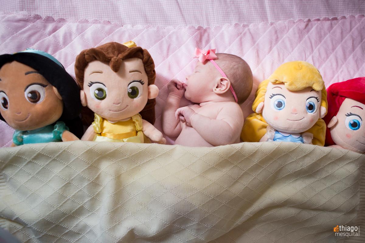 newborn bebê com as bonecas - ideias criativas - Adriana Mesquita