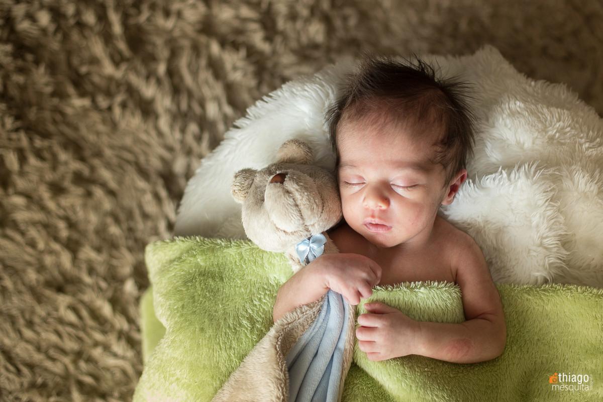 sessão fotos de newborn com ursinho. Adriana Mesquita