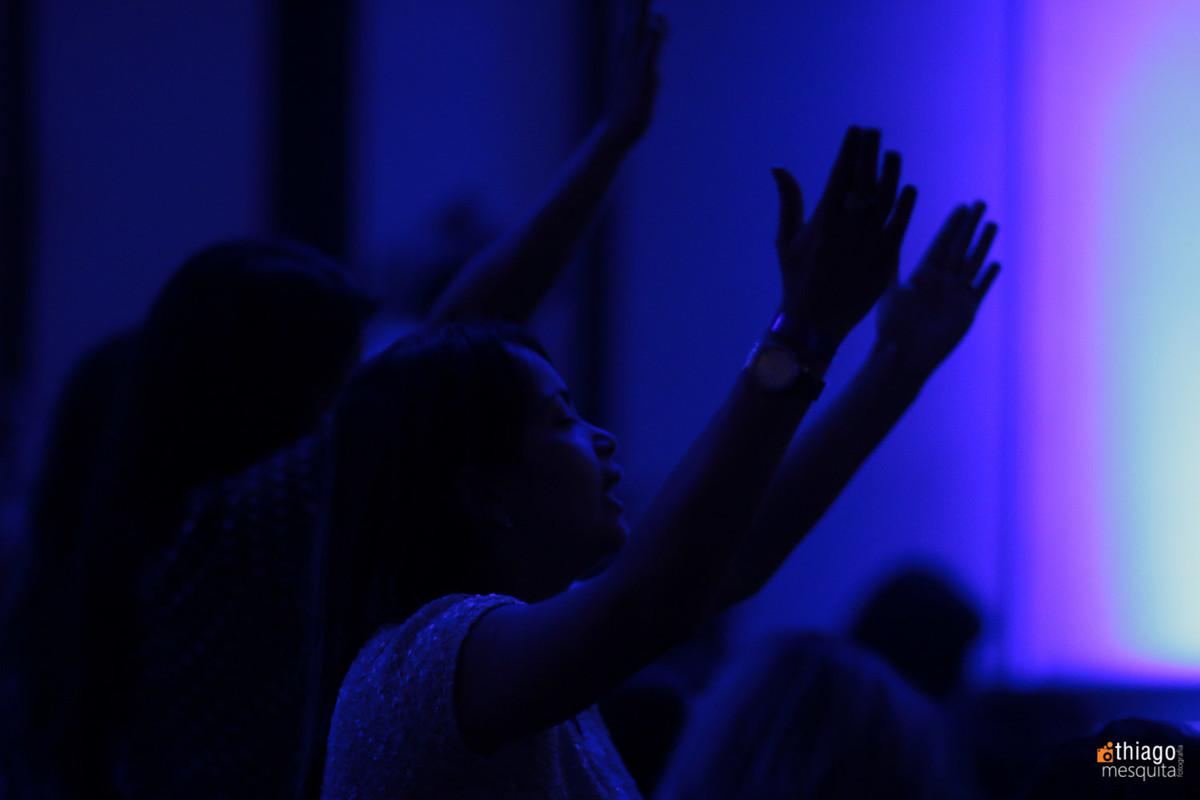 rendição louvor e adoração quebrantamento
