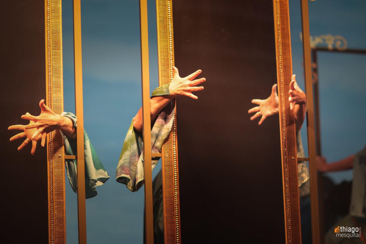 dança e teatro mulheres águias 2016 mãos espelho