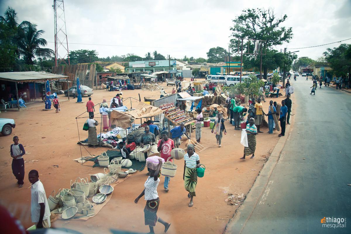 comércio nas ruas de Moçambique